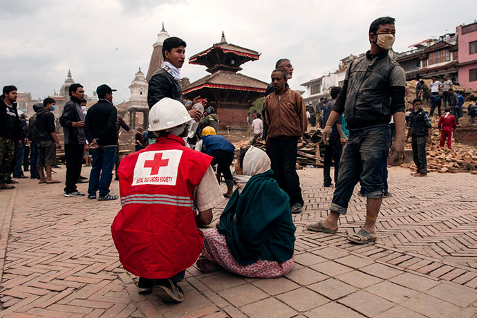 20150427-nepal-earthquake-in-pictures-Main-7